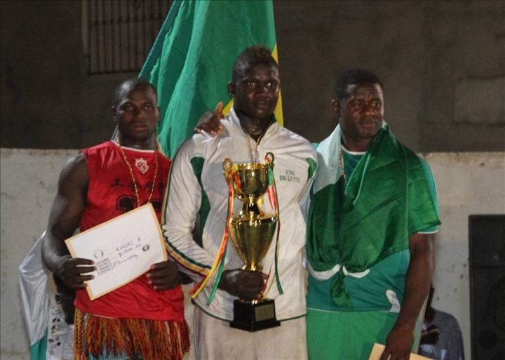 Lutte africaine le s n gal domine le 7 me tournoi de for Interieur sport lutte senegalaise