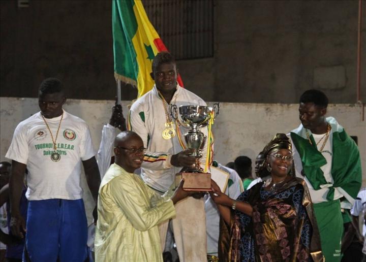 Lutte 8e dition tournoi cedeao le s n gal veut faire for Interieur sport lutte senegalaise